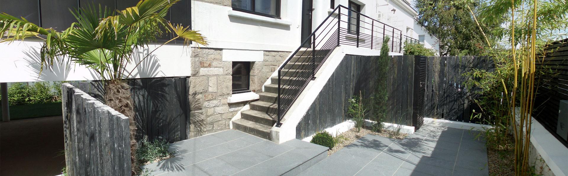Aménagement Extérieur Entrée Maison aménagement paysager et décoration en ardoise par côté déco
