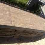 Réalisation d'un banc avec des paillis de schiste en ardoise rouillée